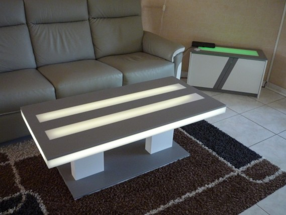 table basse et meuble en solid surface