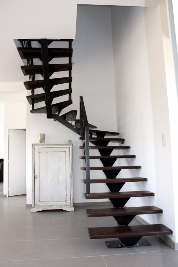 escalier 2 4 tournant r alisation de chantiers saint malo. Black Bedroom Furniture Sets. Home Design Ideas