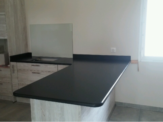 plan de travail en granit r alisation de chantiers castres. Black Bedroom Furniture Sets. Home Design Ideas